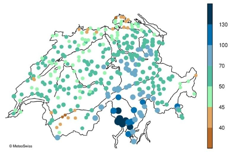 Enlargement: Map of Switzerland with the average annual maximum 1-day precipitation sum. Maximum values were measured in the Ticino. One-day precipitation is also strong along the northern alpine rim.